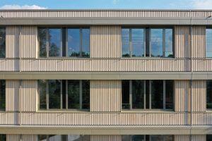 Finanzamt Waldmünchen Fassade Holz